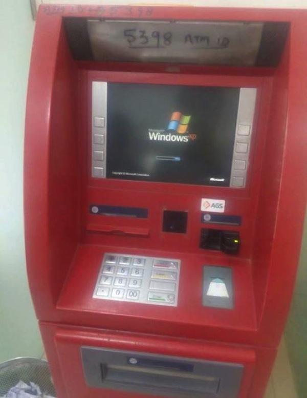 ホントに大丈夫?WindowsXPで動いている大手銀行のATM
